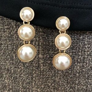 ❤️2/$12 Vintage NWH Clip On Gold Tone Earrings